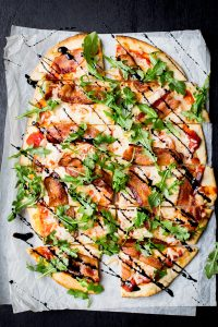 bacon-and-arugula-pizza